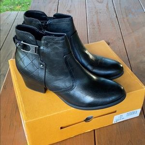 Unisa Womens Black Ankle Boots size 9M